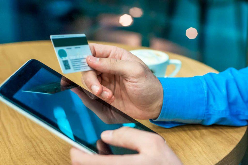 MEINFEST akzeptiert jetzt auch kontaktlose EC- und Kreditkarten in klassischer Weise und sogar kontaktlos.